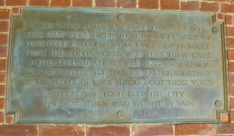 WW1 commemoration plaque in Rowntree Park